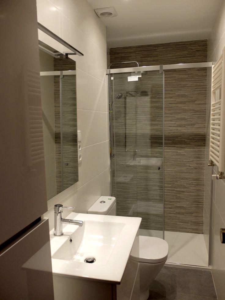 Reforma de baño en Barcelona con ducha y mampara | por Accesible Reformas