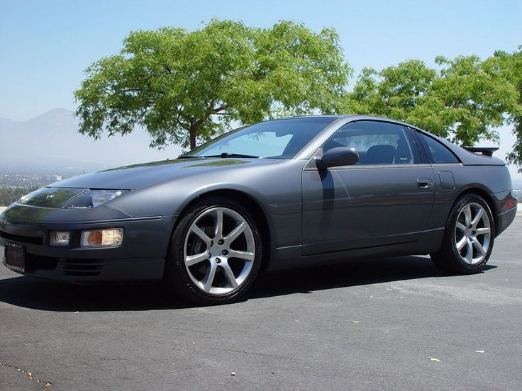 300zx twin turbo, again, this is almost 25 years old, yet still a great looking car.