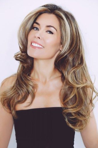Sophie Stanbury of Ladies of London has the most incredible voluminous hair and lucky for us she shared a tutorial on how to achieve her bouncy curls!