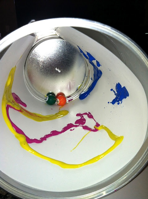 marble painting - less mess! Genious! Use an old Formula can..with a LID!