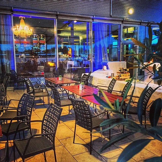 Alle Gäste schön brav beim Essen inside...  #party #perkins #089dj #bayern #ltot #muenchen http://089DJ.com