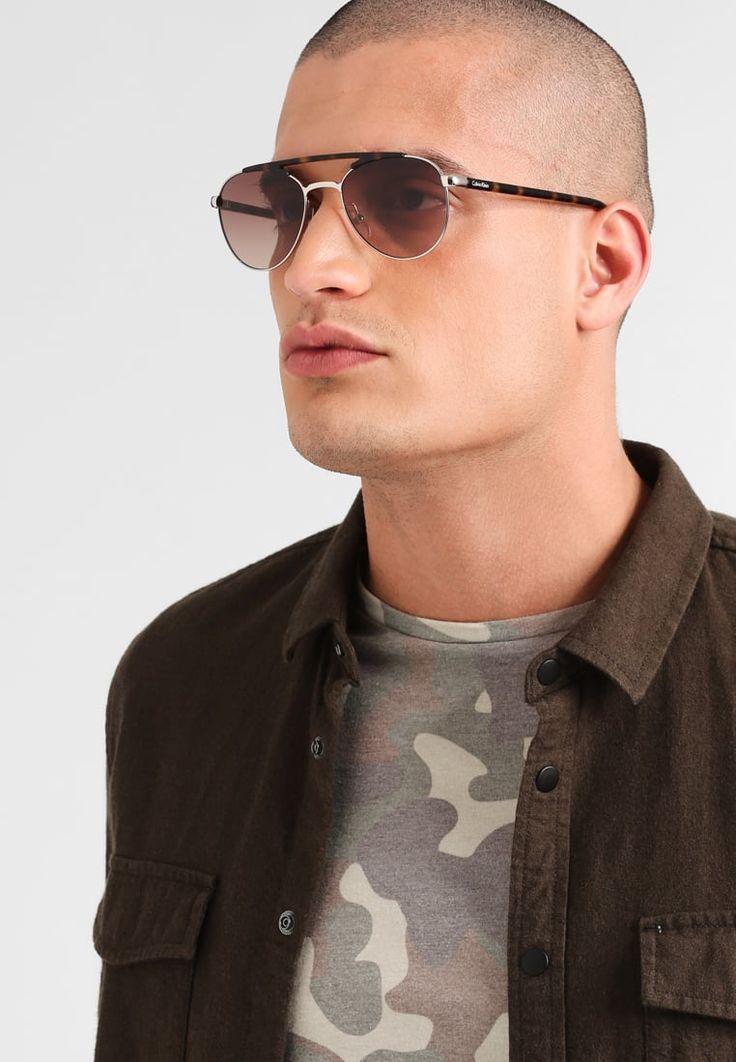 ¡Consigue este tipo de gafas de sol de Calvin Klein ahora! Haz clic para ver los detalles. Envíos gratis a toda España. Calvin Klein Gafas de sol light gold: Calvin Klein Gafas de sol light gold Ofertas   | Ofertas ¡Haz tu pedido   y disfruta de gastos de enví-o gratuitos! (gafas de sol, sun, sunglasses, gafa de sol, sonnenbrille, lentes de sol, lunettes de soleil, occhiali da sole)