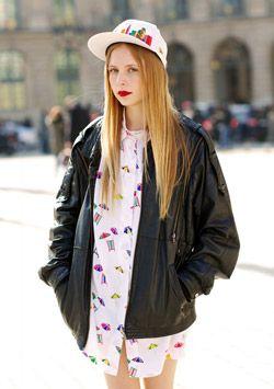 カラフルポップなワンピースと合わせて☆可愛くアクティブなキャップのコーデ☆スタイル・ファッションの参考に♪