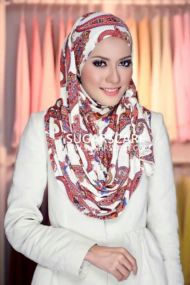 Lovely printed hijab from Sugarscarf.....