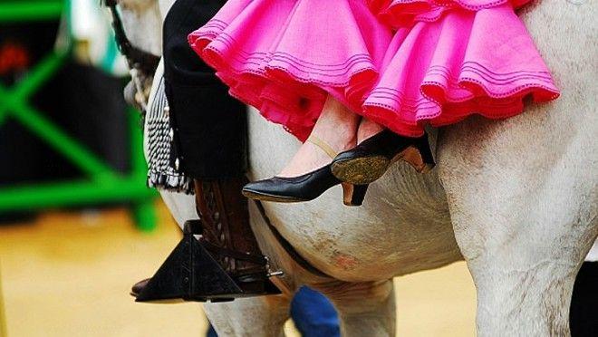 Caballero y su dama en la Feria de Málaga