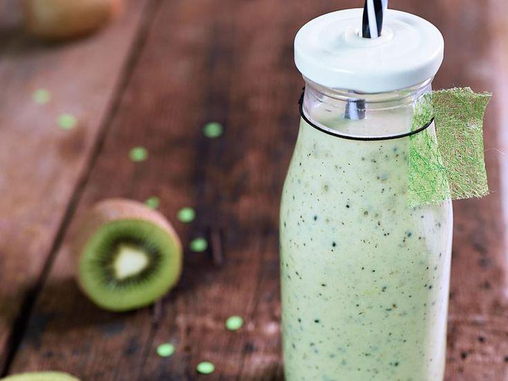 Découvrez la recette Smoothie banane kiwi lait sur cuisineactuelle.fr.
