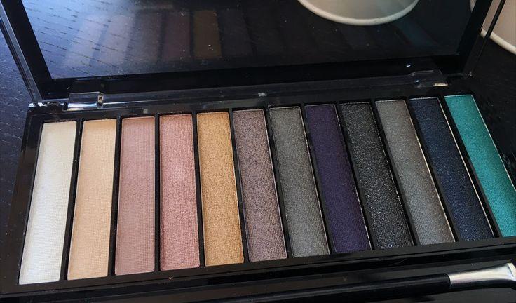 review makeup revolution Essentials Day to Night oogschaduw palette