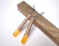 Cercei din lemn de nuc stabilizat si incapsulat in rasina cu pigment portocaliu deschis