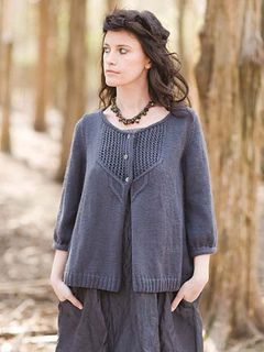 Cardigan with a U-shaped yoke of embossed zigzag openwork, embellished with cables. The 3/4 length sleeves gather into a rolled band.