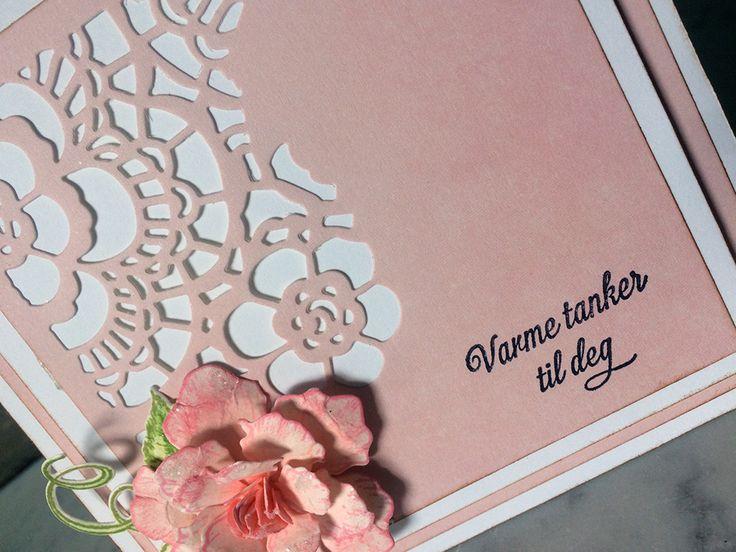 I dag har jeg laget et rosa kondolanse kort med en klassisk rose. Jeg synes slike kort skal være i rolige fargetoner og de skal være litt klassiske. De er ikke alltid så enkle å lage, for anledning…