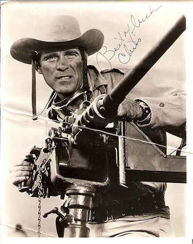 Christopher George as Sgt. Sam Troy. :x