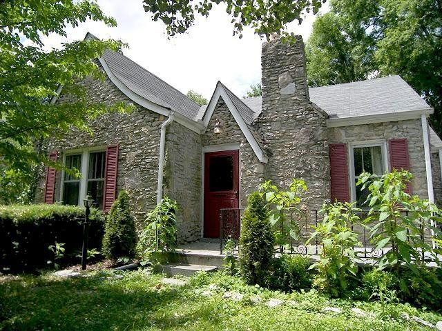 Awesome small tudor style home for Small tudor homes