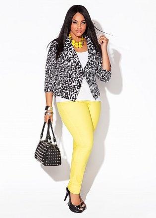 Ashley Stewart...No soy fanática del color amarillo, pero reconozco que con algunas combinaciones queda súper...