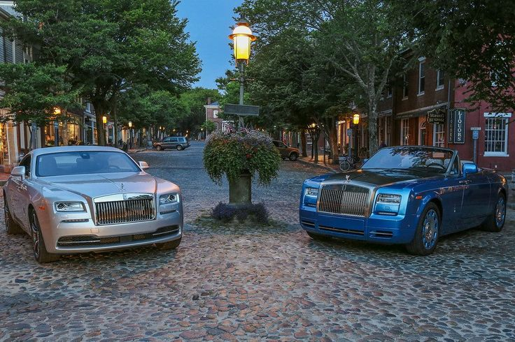 Famous for its graceful waterfront architecture, where have Wraith and Phantom Drophead Coupé Waterspeed Collection recently been?