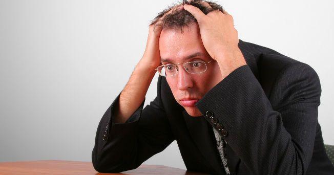 Los ataques de pánico se reconocen por la dificultad para respirar, dolor en el pecho, manos sudorosas, sensación de irrealidad y taquicardia; pueden ocurrir a cualquier edad aunque tengas una buena con