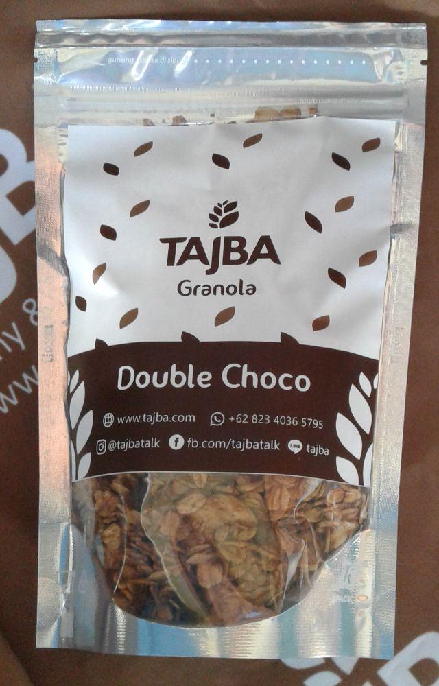 Tajba Granola Double Choco Medium  Camilan Oats Sehat Denpasar Bali  Granola adalah salah satu pilihan tepat untuk sarapan sehat bagi Anda yang super sibuk. Granola terdiri dari rolled oat biji-bijian kacang-kacangan dan buah-buahan kering.  Sehingga granola mengandung serat yang tinggi mengandung lemak sehat dan juga mengandung vitamin dan mineral penting untuk tubuh.  Tajba Granola Double Choco terbuat dari bahan-bahan pilihan dan berkualitas. Tersedia dalam kemasan pouch.  Granola Double…