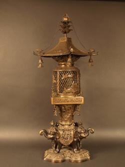 VENDU. Lanterne en bronze, Japon, époque Meiji (1868-1912).