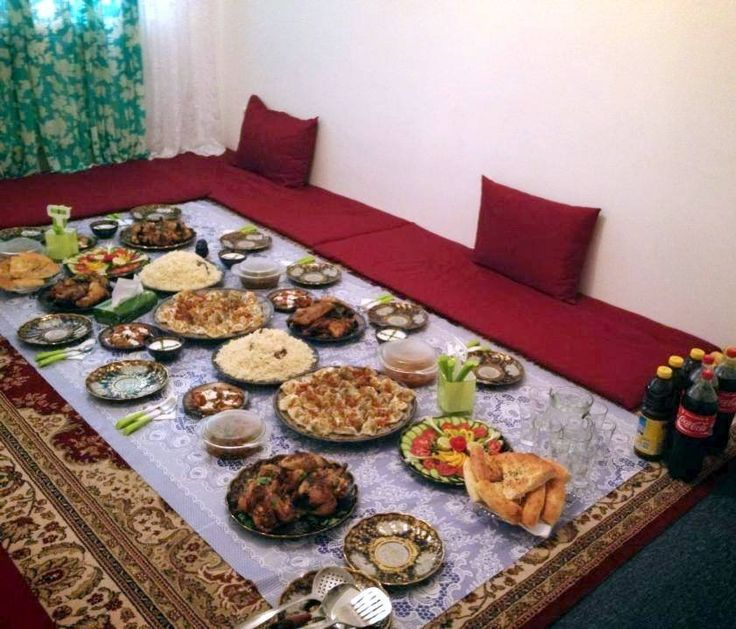 دسترخوان افغانى  traditional afghan family dinner seating