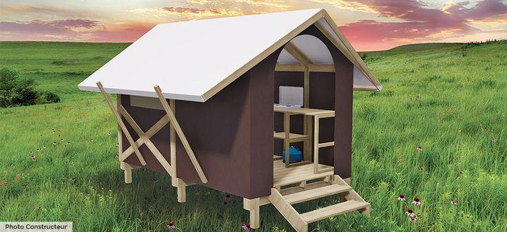 Cabane duo pour un séjour nature !   7m² - 2 personnes - 1 chambre 2 lits simples 70x190 pouvant se rapprocher. Kitchenette (plaque double de cuisson, réfrigérateur table top, micro-ondes, kit vaisselle, cafetière électrique, 2 tabourets, table, salon de jardin extérieur et 2 transats) Couvertures et oreillers fournis. Nos insolites sont sur la partie camping, au calme, dans un îlot dédié de 7 emplacements.