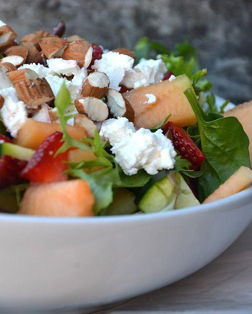 twin-food.dk frisk-salat-med-melon-jordbaer-feta-squash-og-mandler