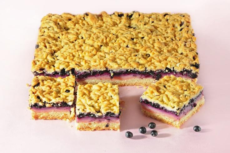 Ciasto budyniowo-jagodowe. Kliknij w zdjęcie, aby poznać przepis. #ciasta #ciasto #desery #wypieki #cakes #cake #pastries #budyniowe #jagodowe #kuchnia