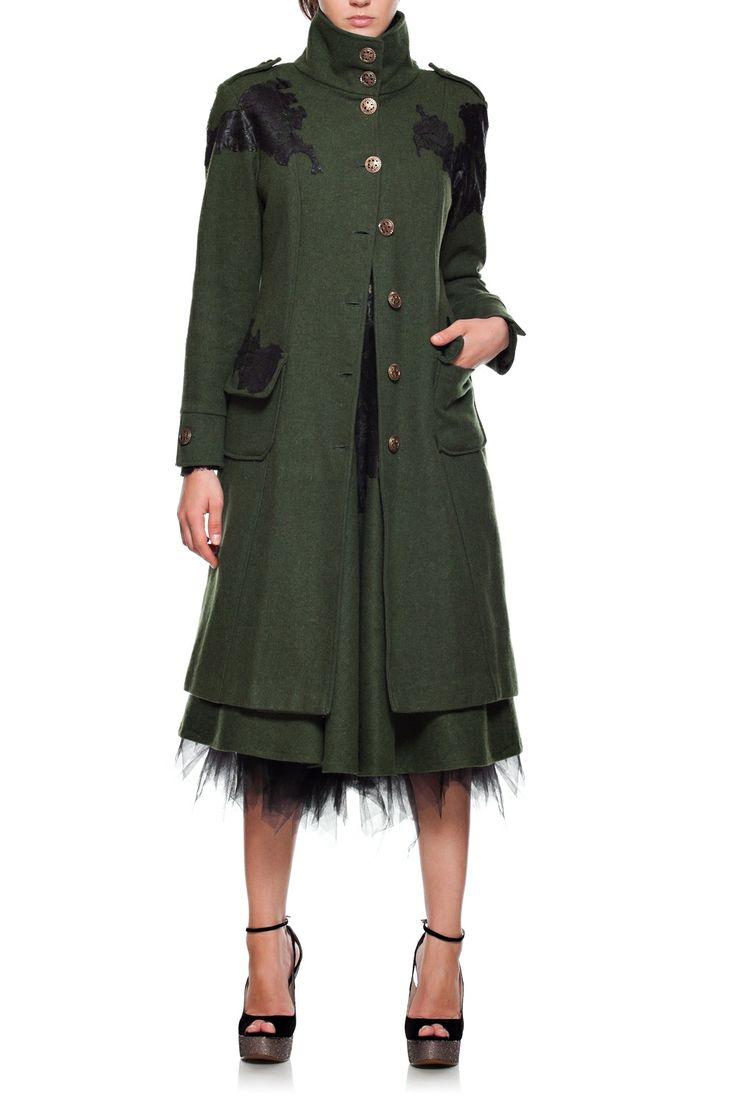 Palton lana cu aplicatie manuala din dantela