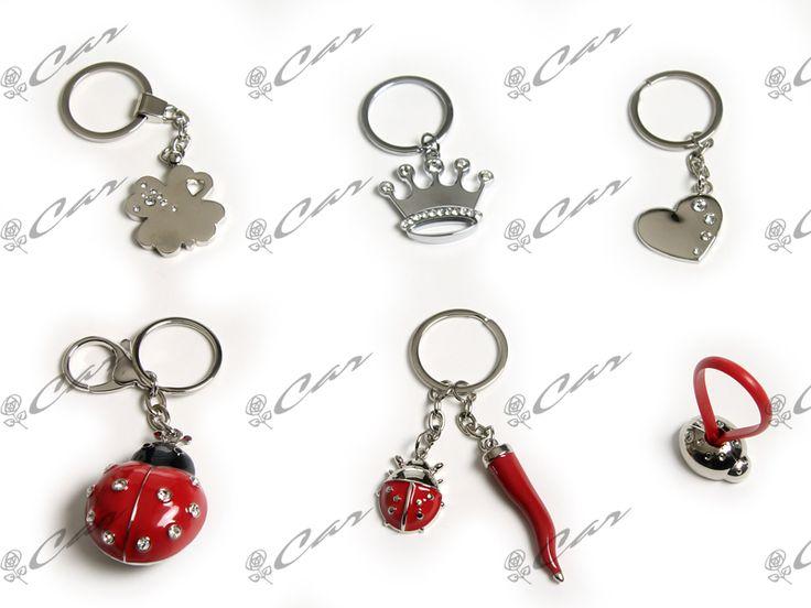 Portachiavi in metallo con quadrifoglio, corona, cuore e coccinella
