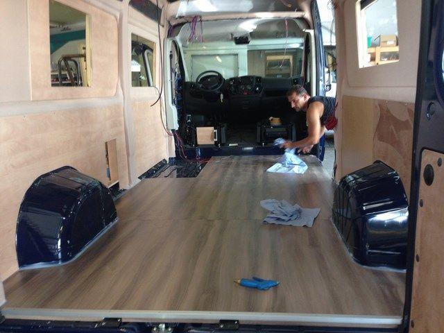 Campingbus Fussboden Bodenbelag Du Mochtest Deinen Camper Ausbauen Hier Findest Du Die Besten Idee Campingbus Ausbau Campingbus Kastenwagen In Wohnmobil Umbau
