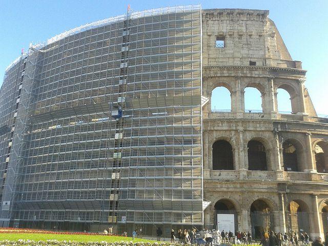 Il Colosseo durante il restauro
