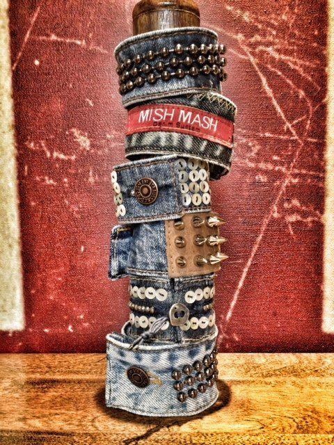 pulseras-originales-tela-vaquera    ,,hecho con las mangas de las camisetas vaqueras,,,,,,, estas preciosas pulseras rock.....