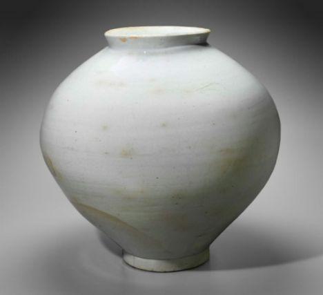 Moon jar Korean Josean dynasty, early 18th century