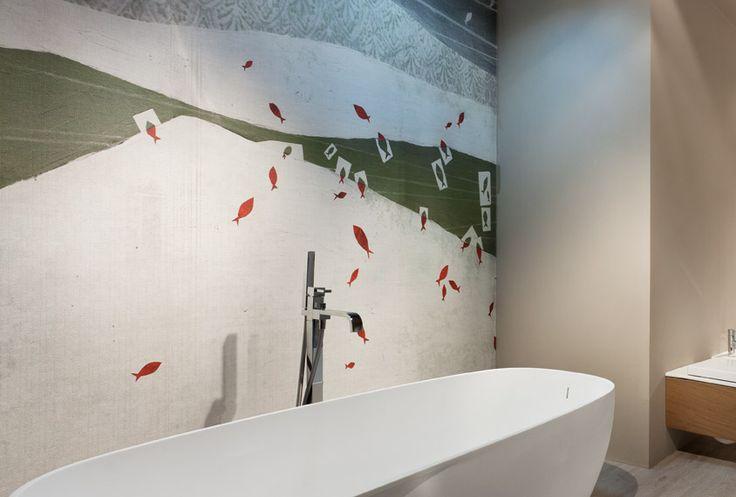 Le pareti del tuo bagno posso essere personalizzate con un rivestimento in fibra di vetro idrorepellente con la texture pesci: un tocco di colore e originalità da Edoné Design