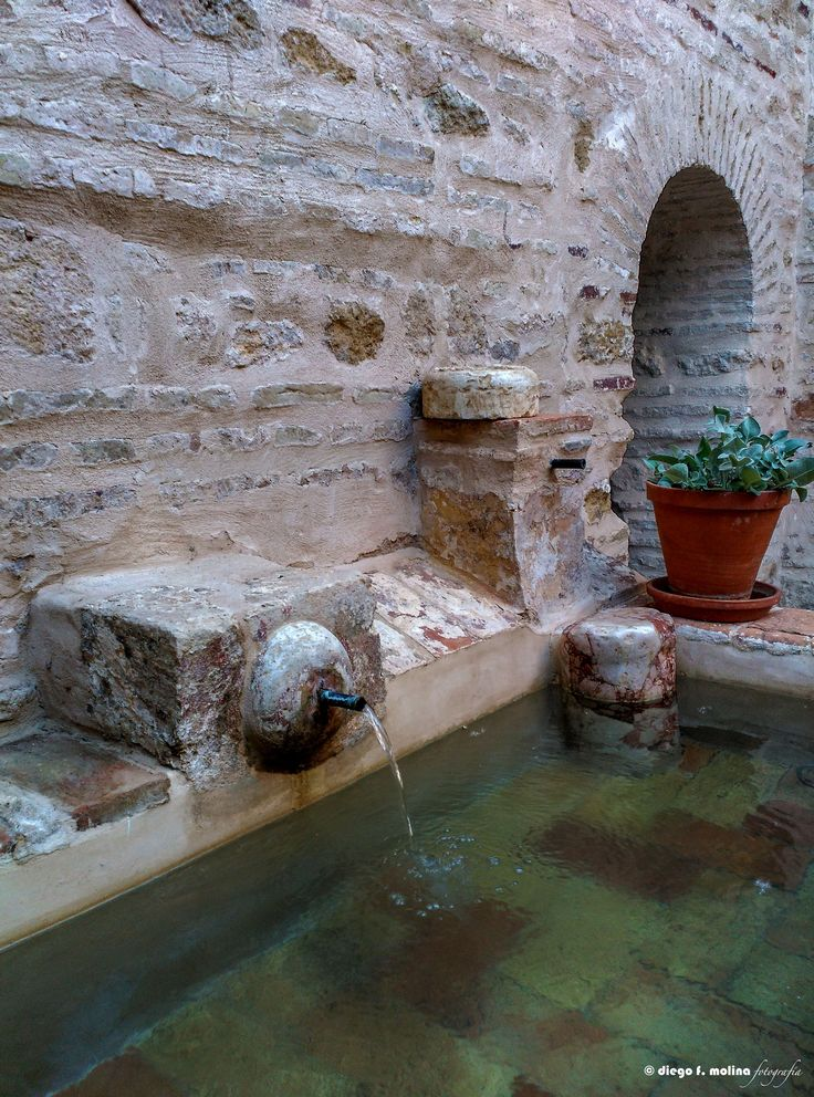 Casa Árabe - Abrevadero para ganado en uno de los patios de la Casa Árabe.