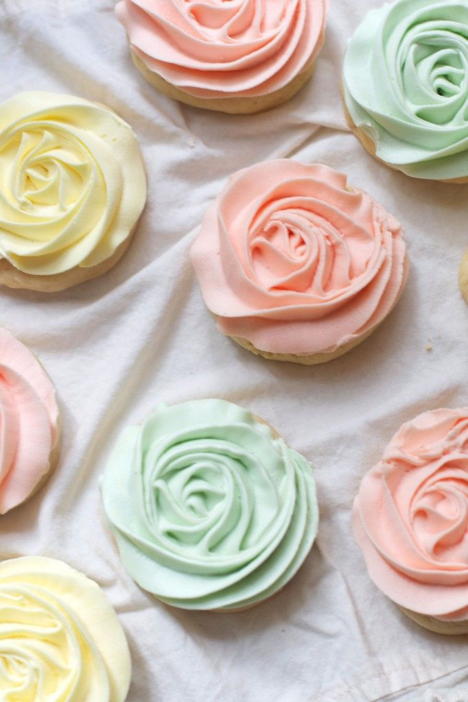 Pastel Rose Sugar Cookies~T~ So beautiful and easy instructions on how to frost. I did this but used my cream cheese sugar cookie dough.