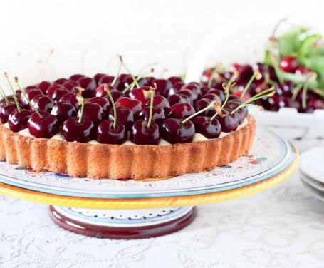 For the series 'seasonal' fruit, today we offer an easy, fast and yummy  snack!!!!  Cherry tart
