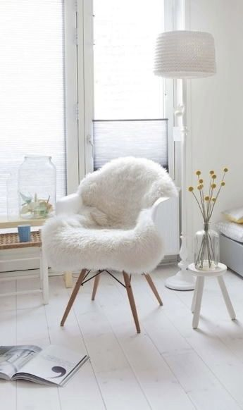 The 25 best white chairs ideas on pinterest white wood for Chaise style daw