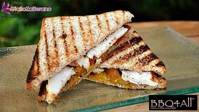 Ricetta Sandwich di pollo grigliato con caponata di peperoni - Le Ricette di GialloZafferano.it