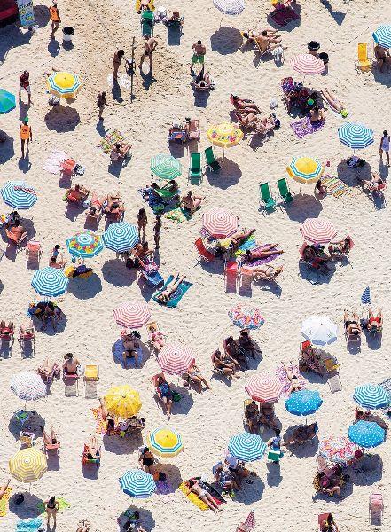 Ipanema Beach Umbrellas, Rio de Janeiro, Brazil © 2016 Gray Malin