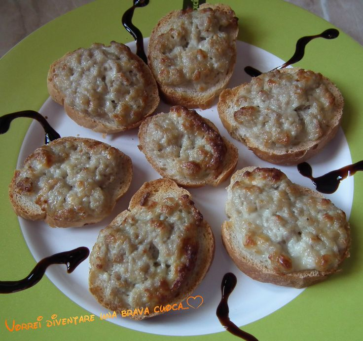crostini con salsiccia e stracchino