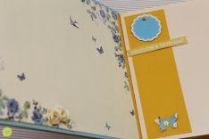 Album blue vintage  Simplitate si delicatele! Mai e nevoie din cand in cand de aceste adjective:> Albumul pe care vi-l prezint azi este unul pe care l-am ceeat cu drag, insirata de minunata hartie scarp in culori blue cu trandafiri roz. Am ales sa las coperta simpla, sa nu o incarc prea tare, asa ca i-am adaugat un brau brodat si o eticheta din acealasi set de hartie scrap. Cateva floricele ivory, un fluturas si gata-i albumul.  Interiorul este simplu, din hartie carton de 160gr/mp ivory