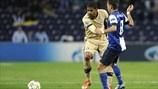 João Moutinho (FC Porto) & Sammir (GNK Dinamo Zagreb)   Porto 3-0 Dínamo Zagreb. 21.11.12.