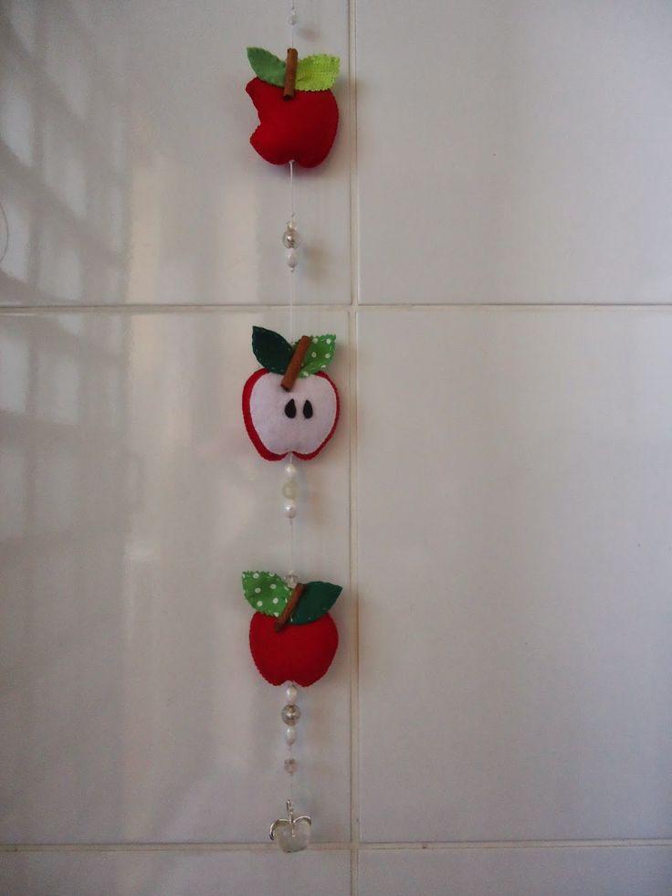 Angela Maria Artesanto: móbile de maçãs p/ cozinha