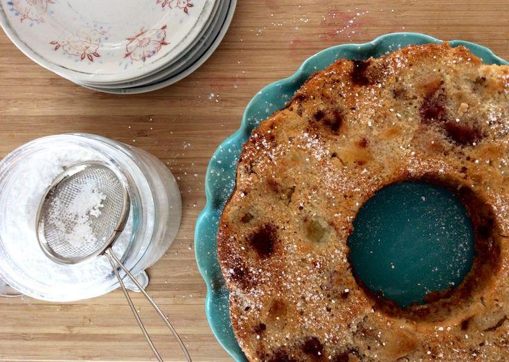 Ma version du gâteau de maman. :) Ingrédients: 3 tasses de fruits mélangés congelés, coupés en petits morceaux Humides 2 oeufs 1 tasse de sucre 1/3 tasse d'huile végétale 1/4 tasse de jus d&r…