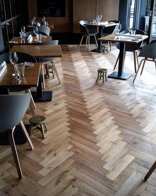 #visgraat #vloer van de #oudeplank bij restaurant #zarzo
