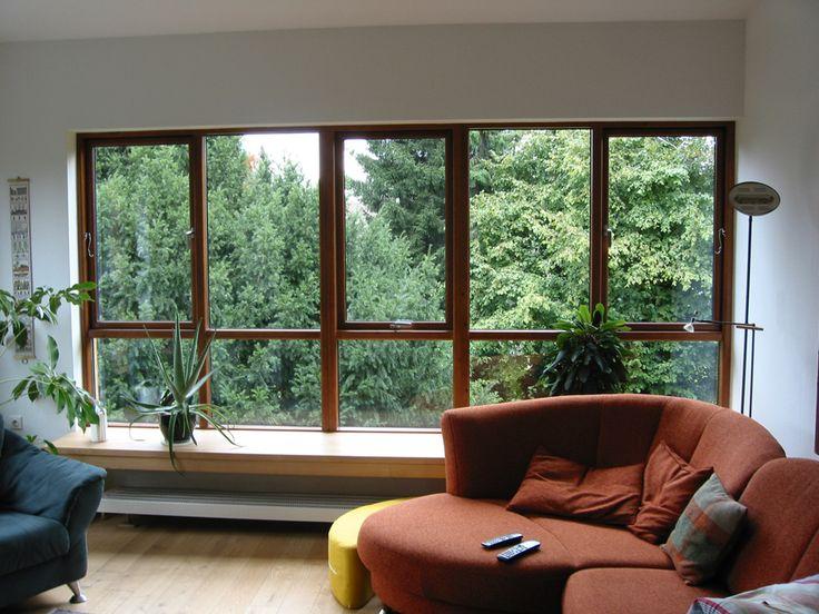 Das moderne dänische Fenster vereint die Fertigung nach alter Handwerkstradition mit dem neusten Stand der Technik. Das nach außen öffnende Holzfenster aus Kiefernholz bringt skandinavischen Flair, besticht durch schöne Proportionen und strahlt Gemütlichkeit aus.