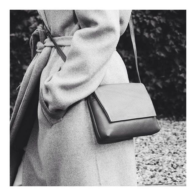 THE MINIMALIST // Carla Crossbody Bag  #crossbodybag #monochrome