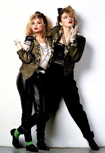 Mode années 80 : Retour sur les tendances phare des années 80 - Flashback dans les années 80... Période haute en couleurs, la mode des années 80 se distingue par son audace et son excentricité. Teintes fluos, nuances pastel, rayures...