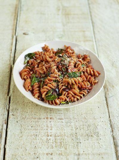 Tomato, spinach & olive fusilli