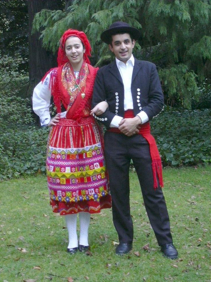 Traditional bride from Minho http://www.orfeao.up.pt/grupos/minho/imagens/traje_1.jpg