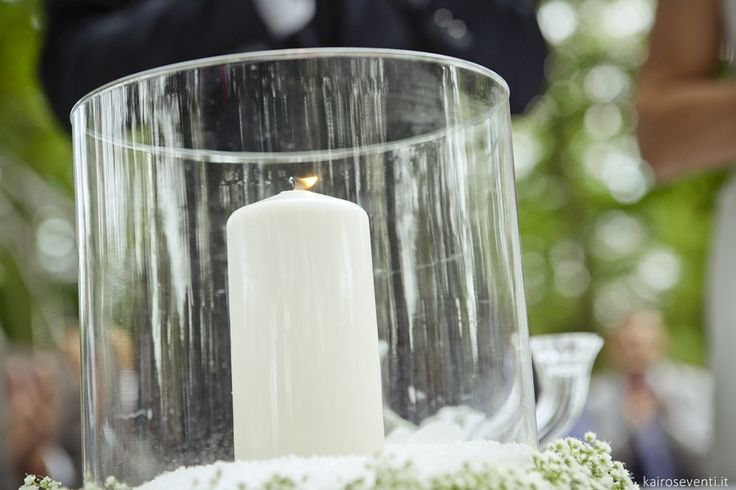 Rito della luce. Matrimonio civile all'aperto. Allestimento scenografico | Wedding designer & planner Monia Re - www.moniare.com | Organizzazione e pianificazione Kairòs Eventi -www.kairoseventi.it | Foto Oscar Bernelli